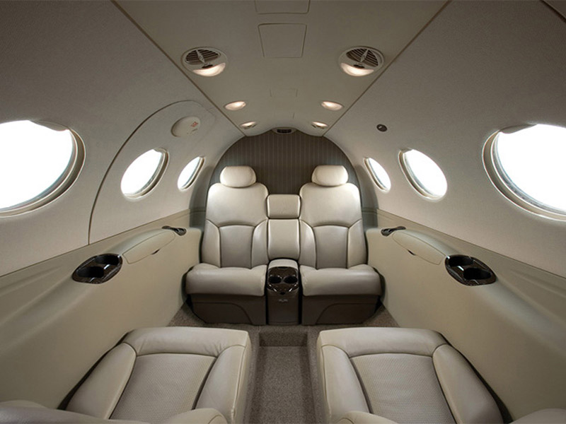 light prive jets bekijken first class aviation. Black Bedroom Furniture Sets. Home Design Ideas